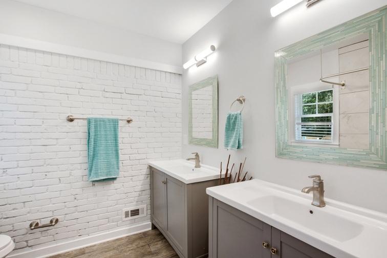 18 bathroom carport